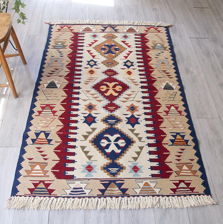 ウシャクキリム・トルコ手織りキリム/センターラグサイズ175×112cm3つのメダリオン