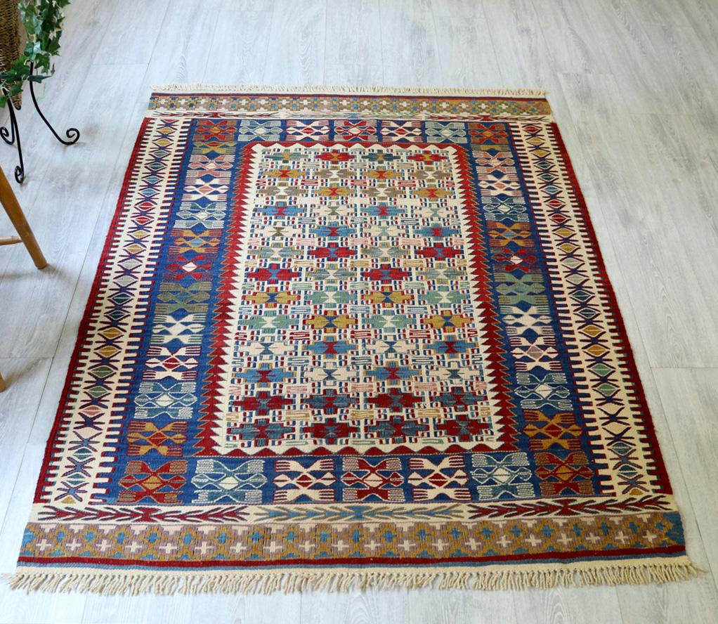 草木染・トルコキリム コンヤ Turkish Kilim Natural dye155×120cmヌズムラ バラの花のような四角いドラゴンモチーフ