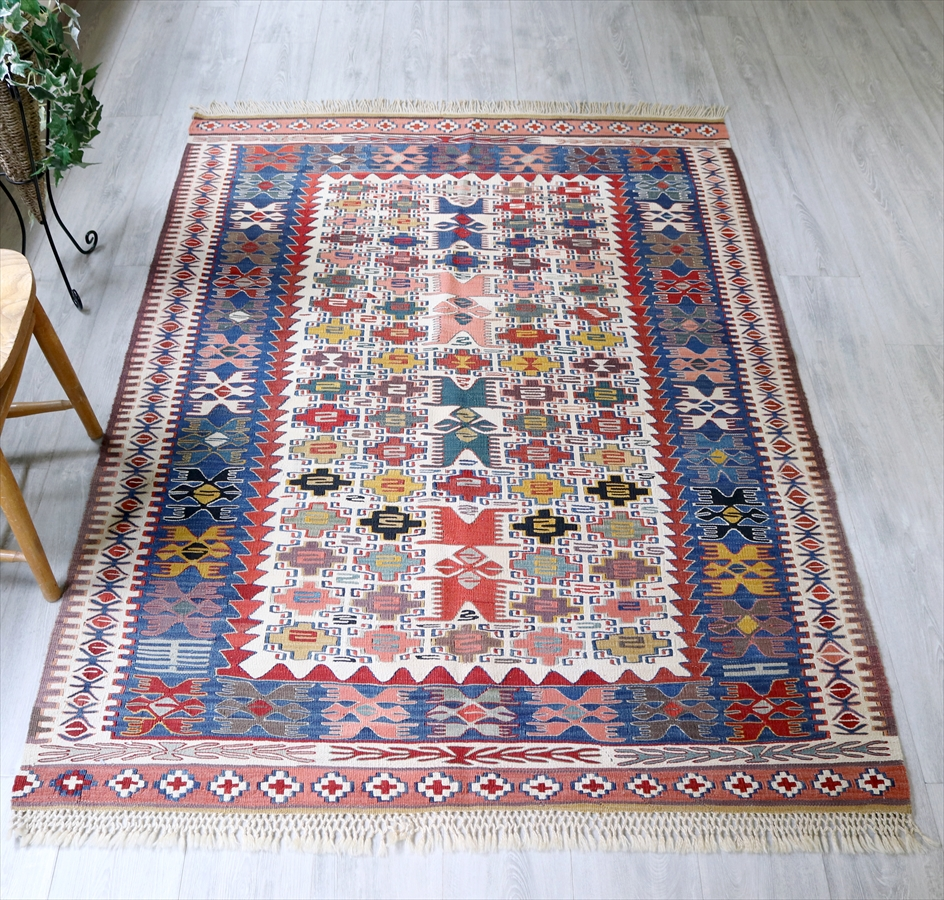 草木染・トルコキリム コンヤ Turkish Kilim Natural dye190×137cmヌズムラ バラの花のような四角いドラゴンモチーフ