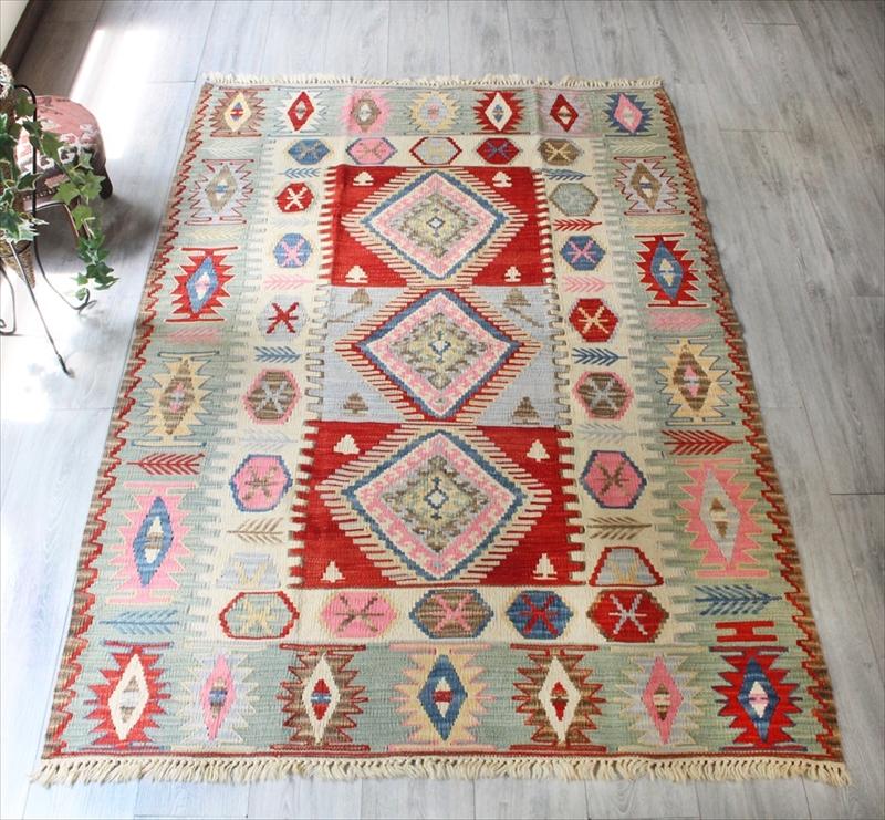 色にこだわる~ワンランク上のカイセリ産手織りキリムセッヂャーデ