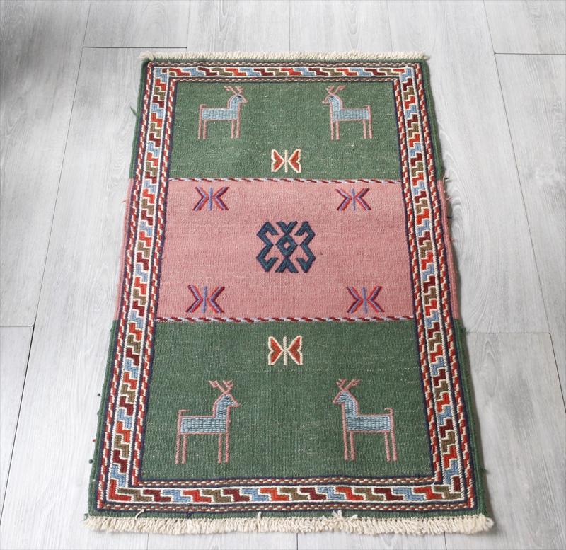 素朴なグチャンキリム ウール100%平織の敷物/ヤストゥク83×50cmグリーン・ピンク 動物のモチーフ