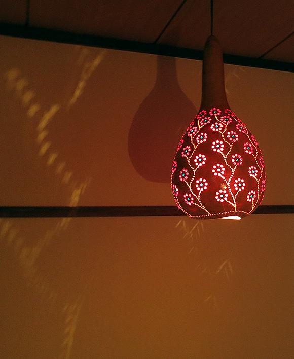 ひょうたんランプ/天井照明 エスニック照明・素材を活かした天然色 トルコ/ボドルム産 手作り 一点もの/E17電球25W付属 /店舗照明・エスニック・BOHO・輸入照明