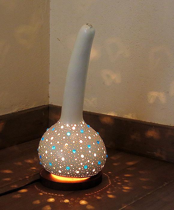 トルコランプ/ひょうたんテーブルランプ・ホワイトペイントのシンプルなブルービーズ/E17電球25W付属 //Turkish Gourd lamp, BOHO, Oriental Lamp