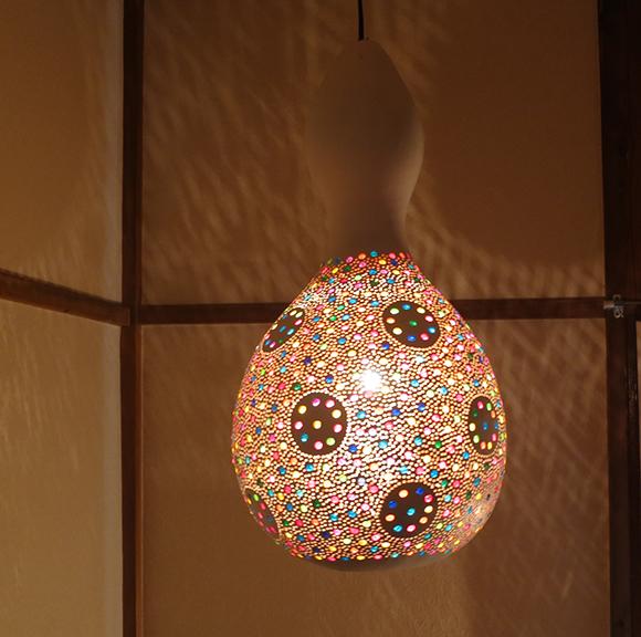 ひょうたんランプ/天井照明 エスニック照明・ホワイトペイント トルコ/ボドルム産 手作り 一点もの/E17電球25W付属 /店舗照明・エスニック・BOHO・輸入照明