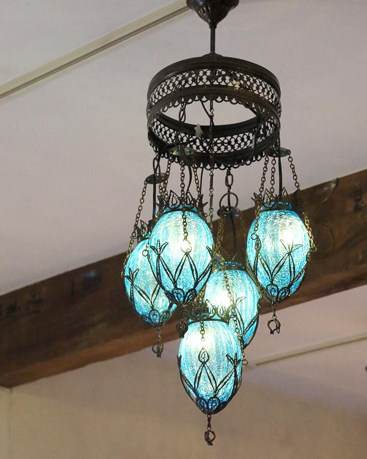 クラックガラスシャンデリア5灯段違い トルコランプナツメ ターコイズブルー E17 15W×5灯 日時指定 格安