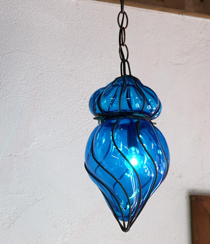 ガラスペンダントランプ・エジプト製アイアンワークツイスト・ブルー E17/25W白熱球付