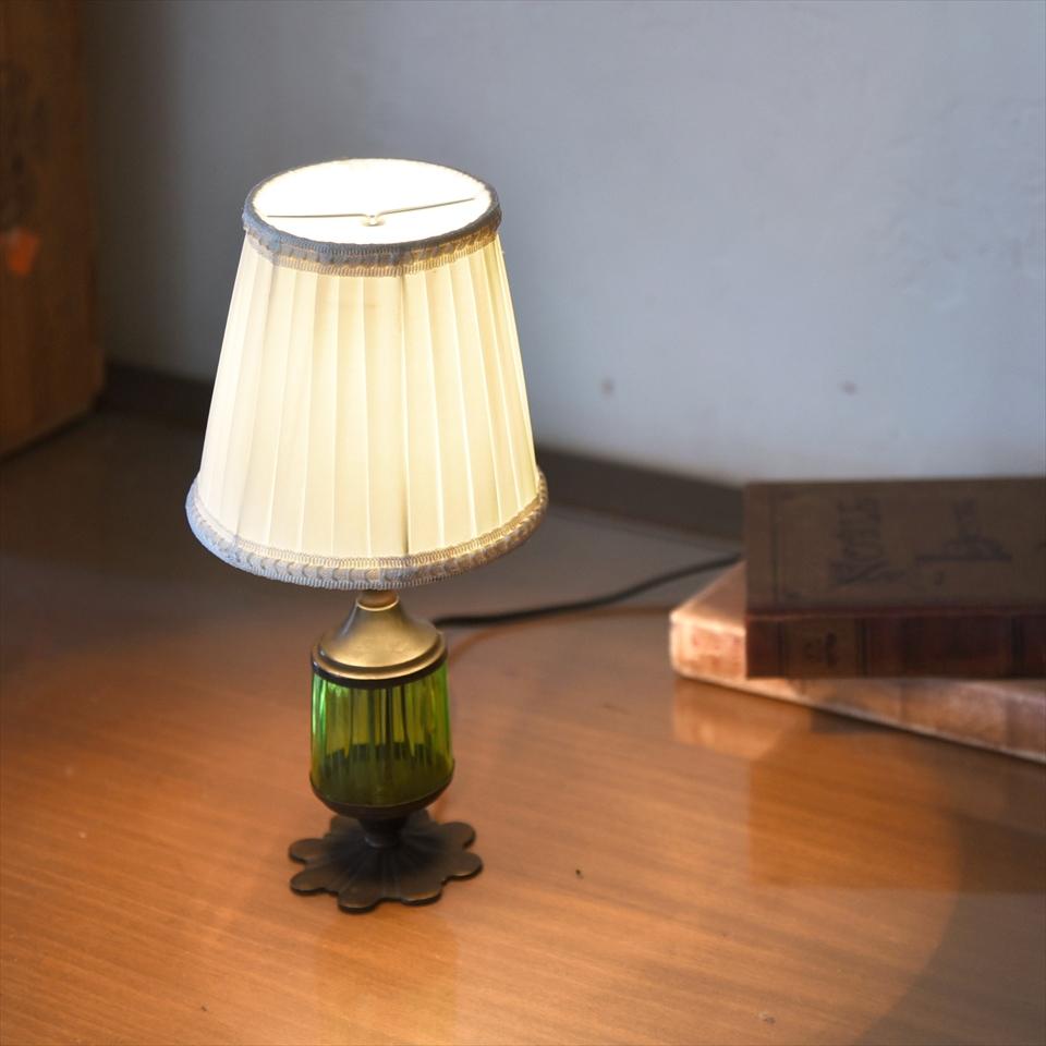 テーブルランプ アンティークガラススタンド グリーン直径13cm ホワイトプリーツの布シェード E17 25W 白熱球付き