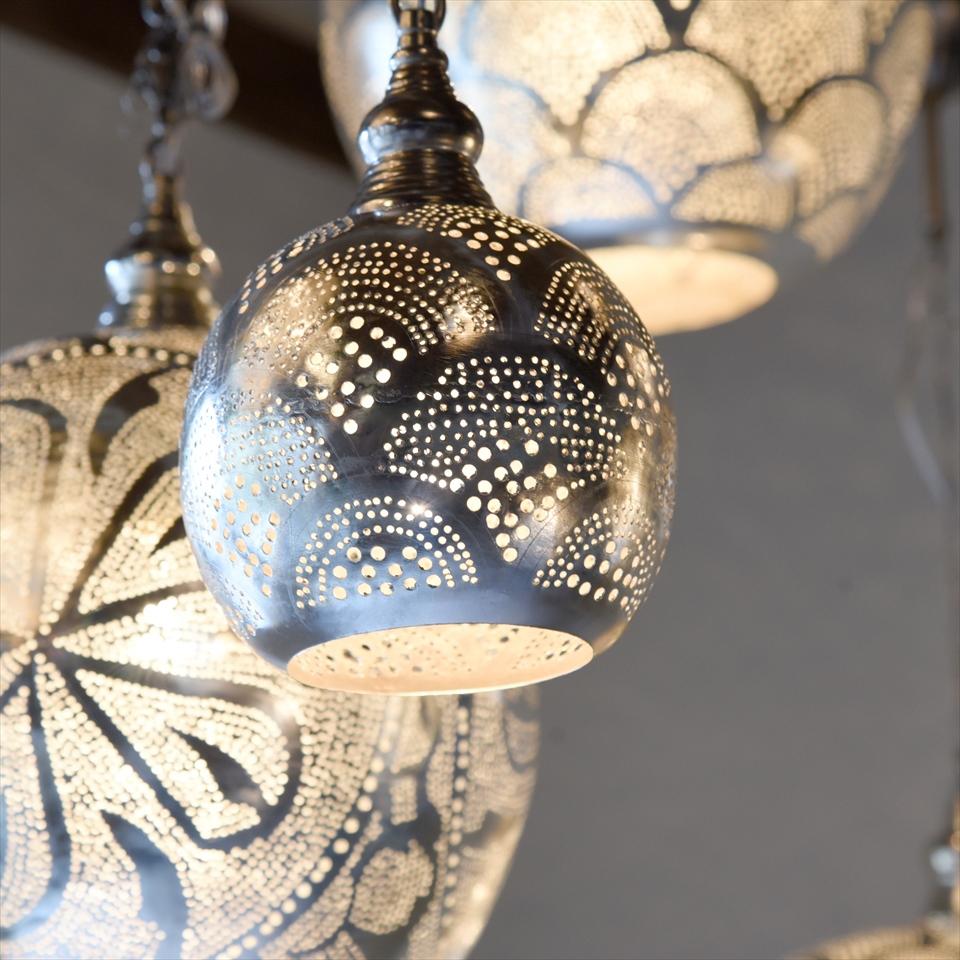 モロッコランプ/Moroccan Metal shade Lamps メタルシェード・ペンダントランプ エジプト製/Football直径15cm シルバー色/レインボー E17 25W 白熱球付き
