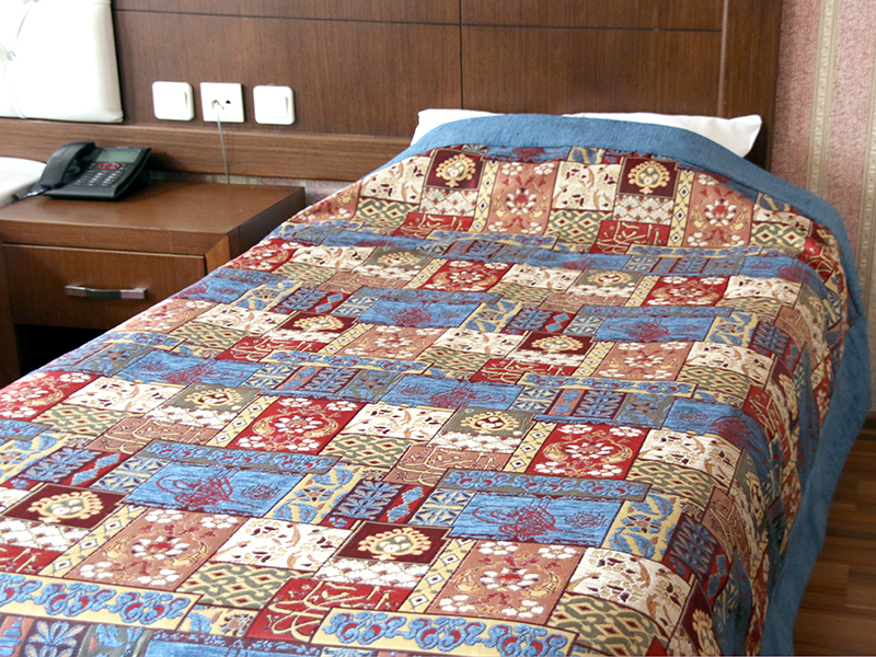 ベッドカバー(ベッドスプレッド)クイーンサイズ 260x260/カリグラフィー・ブルー【特別仕様・一点もの】 トルコ製高級ファブリック