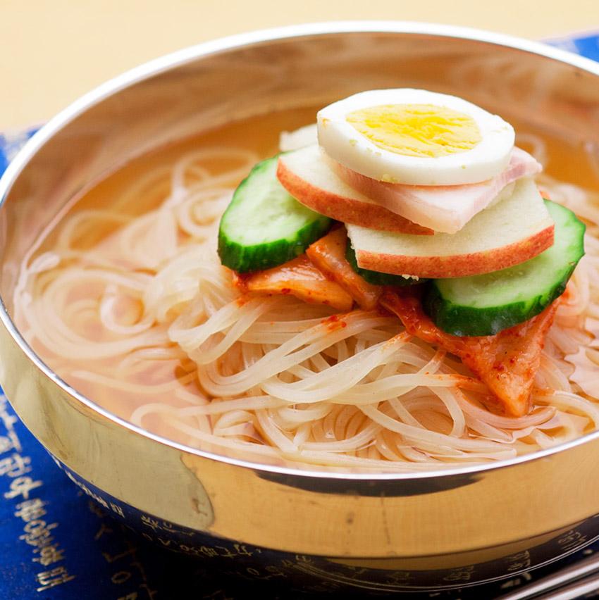 当店1番人気の冷麺【メール便】【送料無料】韓国冷麺2食セット!ランキング1位獲得!韓国レストランが使用する麺とスープ。包装が業務用透明の簡易袋のため訳あり商品となります。冷麺の味は正規品と同じです【メール便】【送料無料】