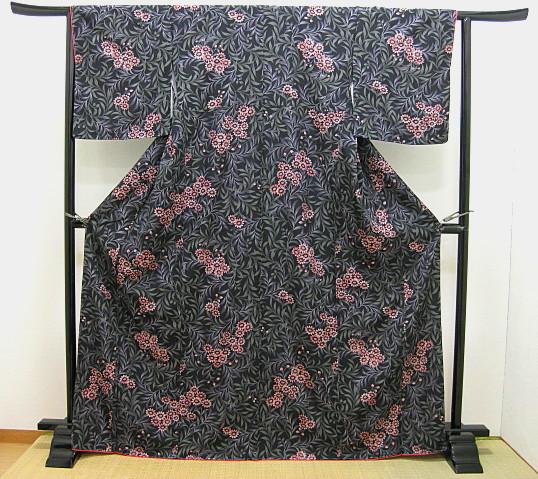 お仕立て上がり袷着物黒地に花柄 小紋着物 フリーサイズ