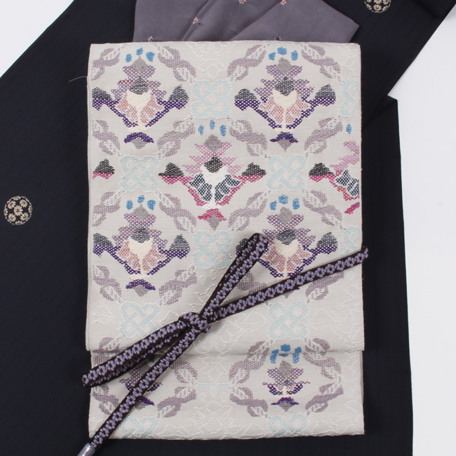 帯屋捨松 特選西陣織 八寸帯 名古屋帯 アラビアの花/薄グレー 六通柄 日本製 ママ割
