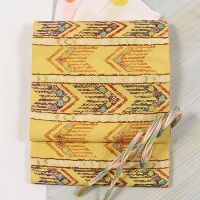 帯屋捨松 特選西陣織 八寸帯 名古屋帯 テキスタイル段文/黄色地 六通柄 日本製 ママ割