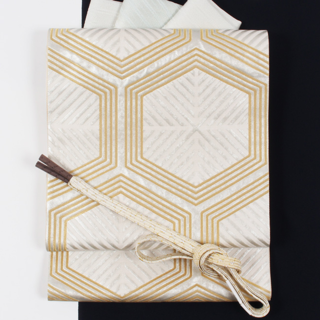 【となみ織物】創作西陣袋帯 「亀甲文」白×銀×金 となみ帯 引箔 仙福屋宗介 礼装用/留袖用