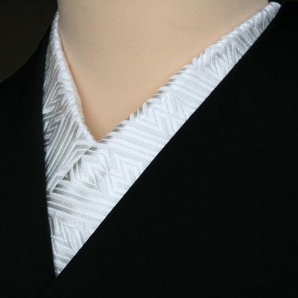 正絹半衿 半襟 留袖用半襟 正絹紋織半衿 白色 紗綾形文 ボリュームある帯地 日本製 パールトーン加工付き ママ割