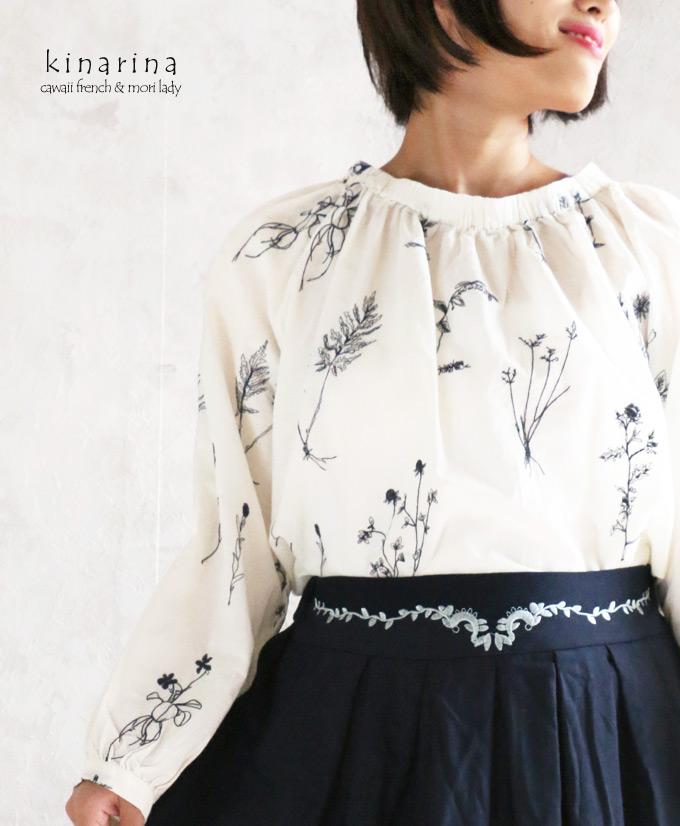 「mori Lady」ナチュラル感が心地よいボタニカル刺繍の長袖スモックブラウス【オフホワイト】【ネイビー】