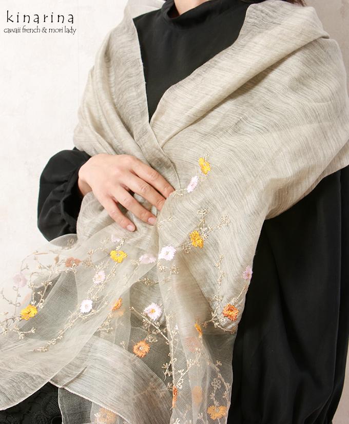 「mori Lady」シルク混のシャリ感と透け感が涼しげなアンティークフラワー刺繍ストール【グレー】 【カーキー】