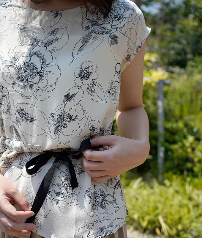 「cawaii french」繊細な手描きのお花が優美なシルクブラウス【ライトベージュ】