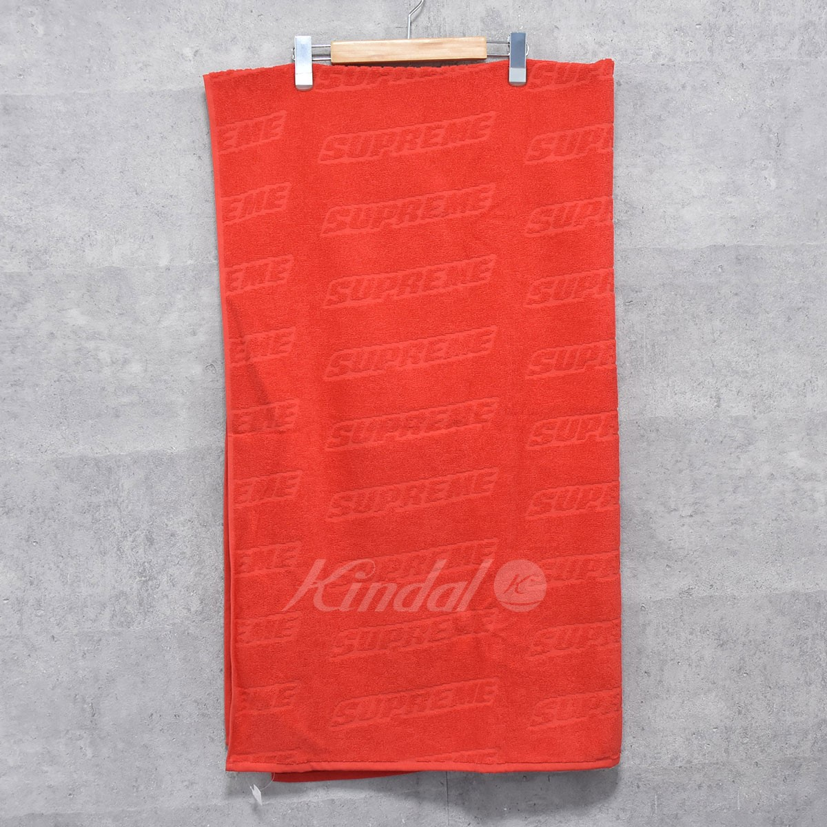 【中古】SUPREME 18SS Debossed Logo Beach Towel ビーチタオル 【送料無料】 【176005】 【KIND1550】