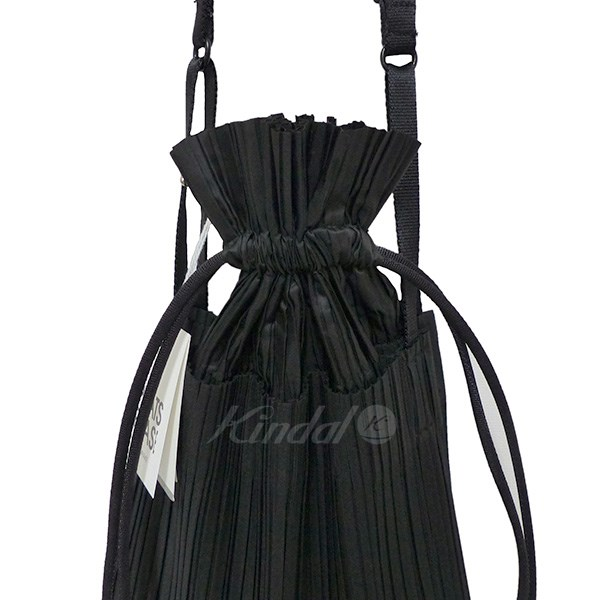 10e663f647ef ISSEY MIYAKE PLEATS PLEASE SQUARE PLEATS BAG shoulder bag black (Issey  Miyake pleats please)