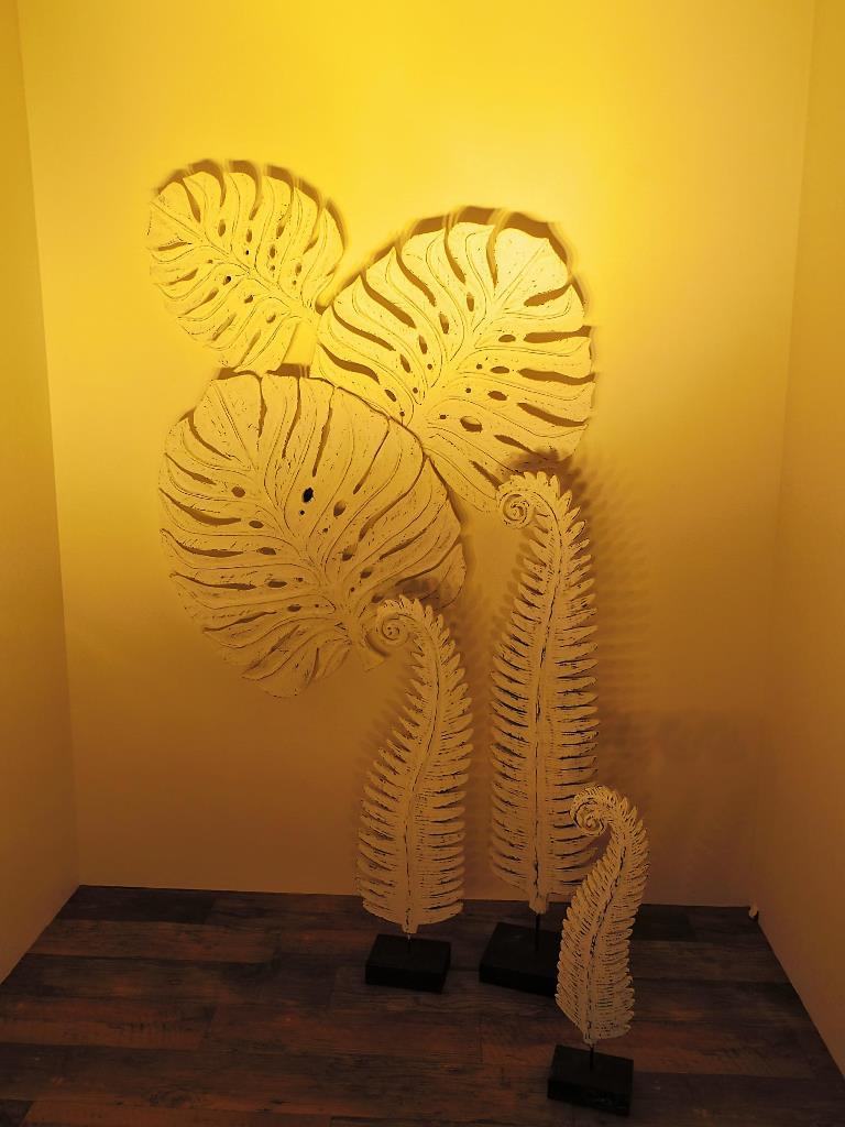 【インテリア】モンステラ 壁掛け オブジェ(中)まるで一流デザイナーが設計した壁が付けるだけで装飾できる