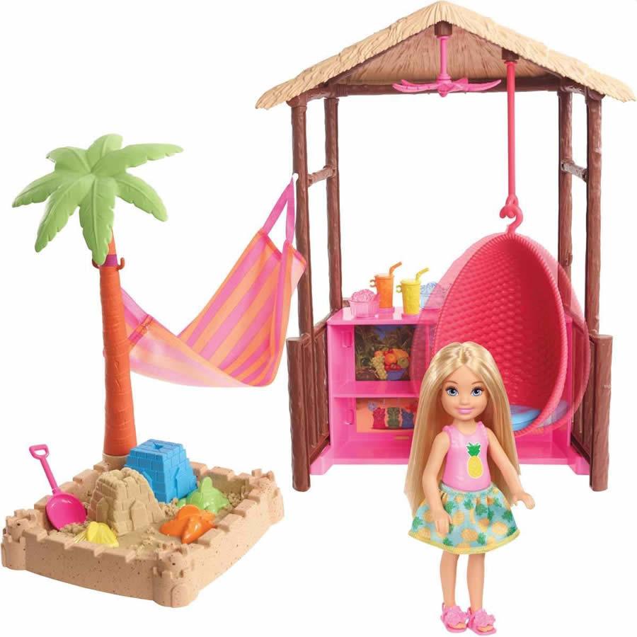 バービーの妹 チェルシーのティキ小屋セット 砂場遊びもできます バービー ドリームハウスアドベンチャー チェルシーのティキ小屋 ドールプレイセット Barbie Chelsea 激安 Tiki Hut Playset with お歳暮 Hammock Swing and Blonde バービー人形 Moldable Doll Sand MATTEL社 Small Accessories FWV24 ハウス