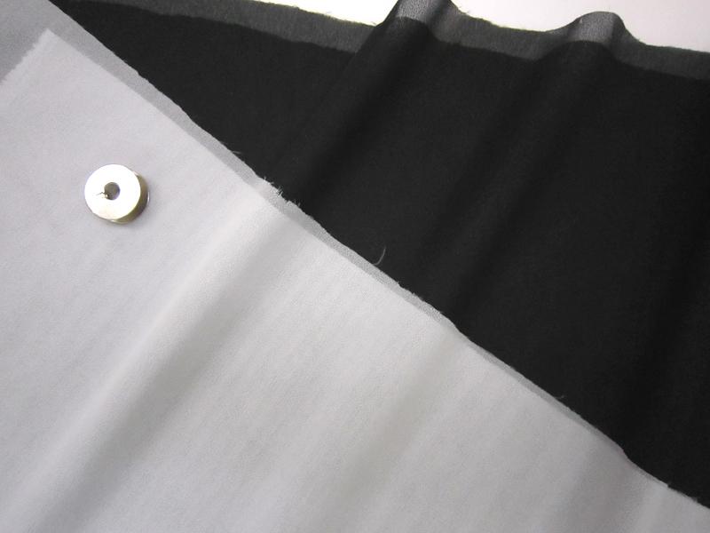 アイロン接着が可能です 薄地 ニット用芯地バイノバ《FV-2N》 30cmから販売 メール便は4mまでOK お値打ち価格で 定番 海外並行輸入正規品 薄手 芯地 バイノバ 接着芯 生地 薄手用 布地 ON21 布
