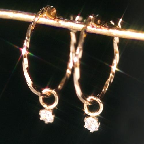 ダイヤモンドの18金フープピアス