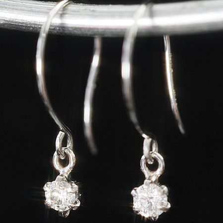 【最安値に挑戦 】0.1ct 一粒ダイヤモンド プラチナ900ピアス レディース・ディリアール 贈り物 ギフトに フックピアス Pt900 誕生日プレゼント 女性 華奢 シンプル 可愛いピアス ジュエリー 揺れる ぶらさがり ブランド 宝石