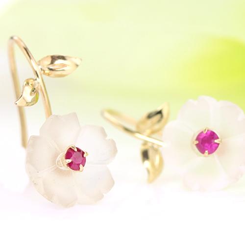 桜モチーフのイヤリング