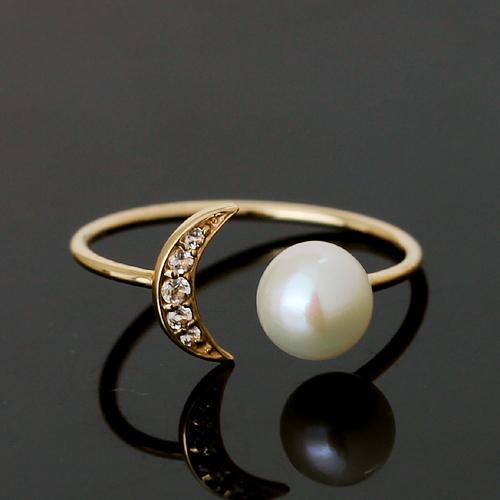 パールと三日月の指輪