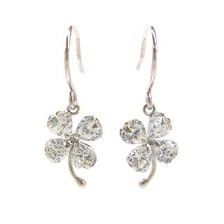 ホワイトゴールド キュービックジルコニアピアス レディース・シャムロック 華奢 シンプル 小粒 可愛いピアス ジュエリー ブランド 宝石