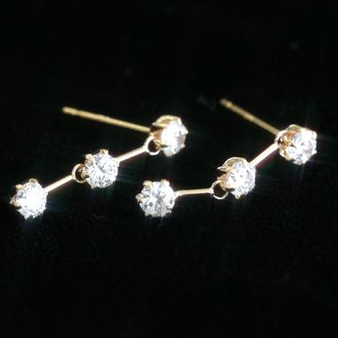 デイリーにも デートのときも使える優秀ピアス レディース・・!スーパーキュービック ピンクゴールドピアス レディース・アナミア 華奢 シンプル 小粒 可愛いピアス ジュエリー ブランド 宝石