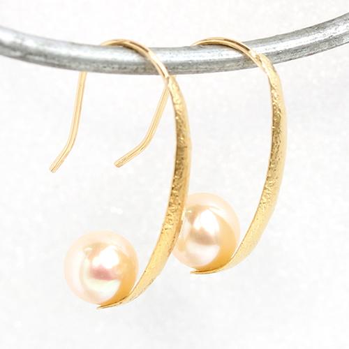 【あす楽対応】ピアス 18K レディース ジュエリー 淡水パール 18金 K18・ウィスロー ゴールド フックピアス 華奢 シンプル デザイン 淡水真珠 揺れるピアス ぶらさがり 可愛いピアス 綺麗 誕生日プレゼント 女性 おしゃれ ブランド 宝石