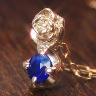 バラモチーフのネックレス