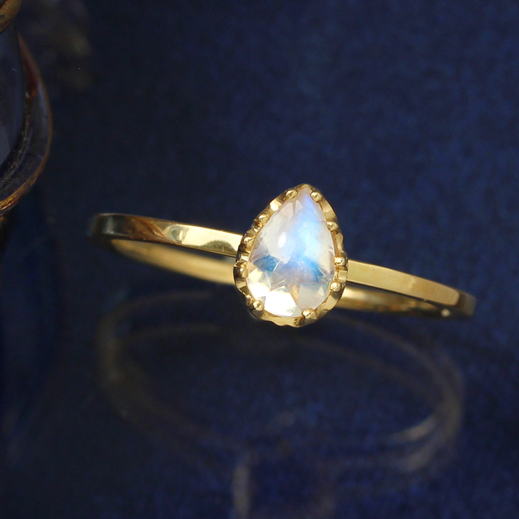 ブルームーンストーン 6月誕生石リング 10K ゴールド リング 指輪・ルナシア レディース K10 10金 大粒 ペアシェイプ バフトップ 華奢 シンプル おしゃれ 人気 ギフト ペンダント 誕生日プレゼント 女性 ジュエリー ブランド 宝石