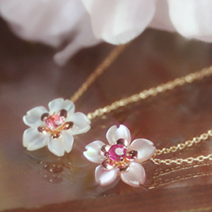 桜の18金ネックレス