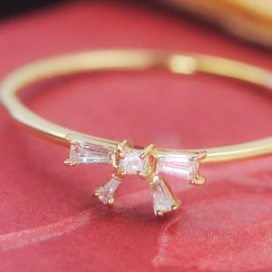 テーパーカットダイヤモンド ゴールド リング レディース 指輪・リシュナ 大人気のリボンカラーストーン モチーフ! ファッションリング 可愛い ゆびわ ジュエリー ブランド 宝石 おしゃれ