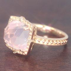 【ローズクオーツ ダイヤモンドリング 指輪・ロゼロマンス】大粒のローズクオーツにこだわりのデザインをほどこして、ロマンティックなリング 指輪をお作りしました!誕生日プレゼント ファッションリング レディース 可愛い ゆびわ ブランド 宝石 おしゃれ