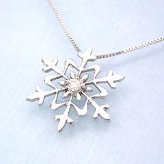 【ダイヤモンド ホワイトゴールドネックレス・ファリティエール】ホワイトゴールドでかたどった雪の結晶にダイヤモンドをあしらって洗練されたネックレスをお作りしました♪ 華奢 シンプル ジュエリー ク ブランド 宝石