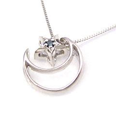 【ブルーダイヤモンド ホワイトゴールドネックレス・エストレージェ】純白のホワイトゴールドに鮮やかなブルーダイヤをあしらって、夜空の星と月を拾いあつめたようなネックレスをお作りしました★ 華奢 シンプル ジュエリー ブランド 宝石