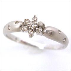 【0.13ctダイヤモンド K18ホワイトゴールドリング・エトワルネージュ】触れたらとけてしまう、儚い雪のきらめきを永遠に輝きつづけるダイヤモンドにとじこめて、上品なリングをお作りしました!! ブランド 宝石
