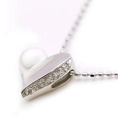 【ダイヤモンド ホワイトゴールドネックレス・チェリッシュ】愛らしいハートカラーストーン モチーフを、素材とフォルムにこだわったアレンジで大人の女性にふさわしい形に仕上げました♪ ジュエリー クリ ブランド 宝石