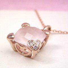 【ローズクオーツ ダイヤモンドネックレス・フダムール】大粒ローズクオーツにチェス盤のようなカッティングをほどこして、バラ色のネックレスをお作りしました♪ ジュエリー ブランド 宝石