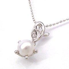 【本真珠 ダイヤモンドネックレス・クイーンフルール】一夜だけしか咲かない純白の花・月下美人…静かに花開くときを待つつぼみのイメージして、しっとりとした優しい光沢のパールでやさしい雰囲気のネックレスをお作りしました☆ 華奢 シン ボタニカル柄 ブランド 宝石
