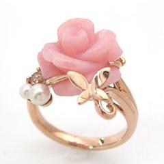 色とりどりの花が咲きみだれるバラ園に蝶が舞う…【ピンクオパール ピンクゴールドリング・アンロッサ】 華奢 シンプル ジュエリー ボタニカル柄 ブランド 宝石