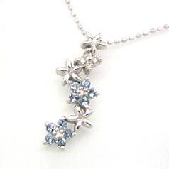 【アクアマリン ダイヤモンドネックレス・アリアンナ】ホワイトゴールドの花カラーストーン モチーフに、アクアマリンとダイヤモンドをあしらって、さわやかなネックレスに仕上げました☆ 華奢 シンプル ジュエリー ボタニカル柄 ブランド 宝石