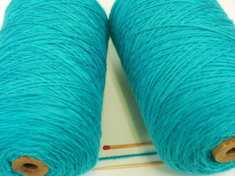 小さなお子さんにもおすすめのカワイイ色を揃えました 3 10%OFF 10アンゴラウール トルコブルー とてもふっくらとしてやわらかい肌触りの毛糸です 手編向き 内祝い 毛糸 手織向き