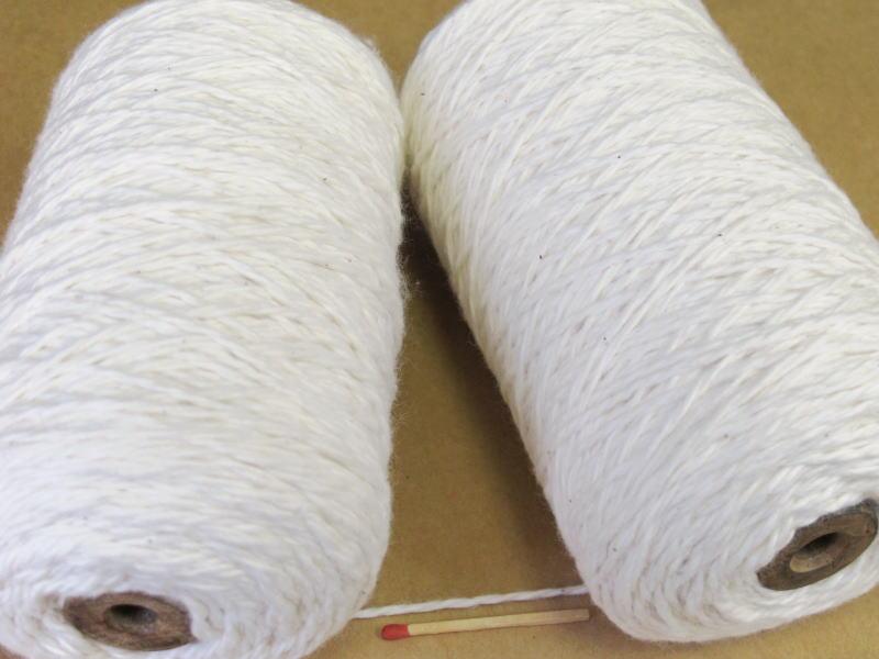 やわらかくて 太~い綿糸 2 2極太綿 生成 巻き いろいろな太さの綿糸取り揃えています 信託 やわらかくて使いやすいですよ 超安い