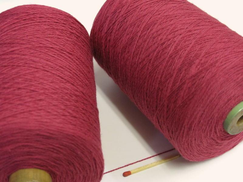 綿糸ならこれで決まり 豊富なバリエーションからお好きな色をどうぞ 10 セール特別価格 2綿 まとめ買い特価 人気の定番シリーズです 手織りにも手編みにもオススメの綿糸が43色 エンジ やわらかくて使いやすい